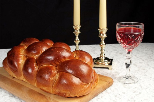 Shabbat-candles-wine-challah-blessings